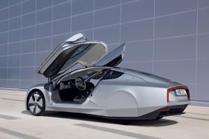 VW XL1 Seitenansicht mit Flügeltüren